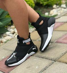 Ausverkaufte Damen S Golfschuhe # (Europe Sneakers Mode, Cute Sneakers, Sneakers Fashion, Shoes Sneakers, Pumas Shoes, Nike Shoes, Shoe Boots, Shoes Sandals, Urban Apparel