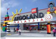 Legoland breaks records in Malaysia. Malaysia's LEGOLAND® Resort breaks a record with Lego for Chinese New Year. Tourist Places, Places To Travel, Boating School, Legoland Malaysia, Singapore Itinerary, Johor Bahru, Shopping Malls, Digital Signage, Urban Life