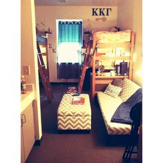 Dorm room life....this set up could totally work in an umkc dorm!