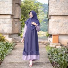 Gambar mungkin berisi: 1 orang, berdiri dan luar ruangan Abaya Style, Hijab Style Dress, Abaya Designs, Hijabi Girl, Girl Hijab, Dress Brukat, Dress Outfits, Abaya Fashion, Fashion Dresses