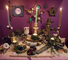 Wondering what to include on your altar? Here are 11 ideas for things you can include to personalize your sacred space and empower your witchcraft! Crystal Room Decor, Ancient Egyptian Art, Ancient Aliens, Ancient Greece, Ancient History, Witch Alter, Wicca Crystals, Yellow Candles, Wiccan Altar