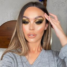 "𝐑𝐄𝐁𝐄𝐊𝐀𝐇 𝐄𝐋𝐋𝐄𝐑 ♡ on Instagram: ""Khaki smokes tutorial on my stories sooon! Give me 2 colours below that I should use together for my next look! 💕👇🏼 _ Products…"""
