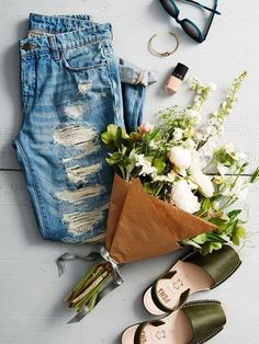 Flatlay Photography styling inspiration | Perfecting the Flat Lay | clothes and flowers #commercialphotography,