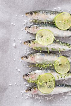 My Spanish Taste: Baked sardines Fish Dishes, Seafood Dishes, Fish And Seafood, Food Photography Styling, Food Styling, Raw Food Recipes, Fish Recipes, Photo Food, Spanish Food