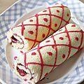 Gâteau roulé décoré, saveur fraise framboise
