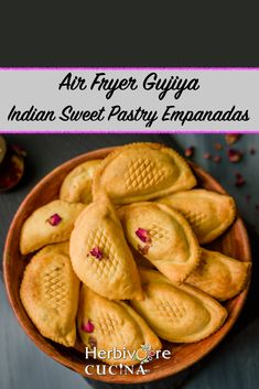 An easy way to make gujiya is to use the air fryer! This recipe explains how to make them quickly without compromising on the taste! Indian Desserts, Indian Food Recipes, Vegetarian Recipes, Healthy Recipes, Easy Indian Sweet Recipes, Healthy Desserts, Healthy Food, Eggless Desserts, Dessert Recipes