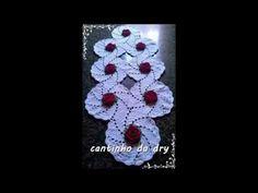 pap caminho de mesa espiral com flores rosetas