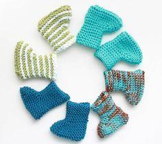 Easy Newborn Baby Booties [knitting pattern]