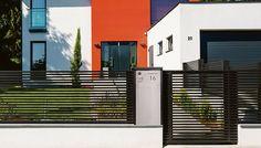 GUARDI Briefkastensäule passend zum Modell LINEA Apartment Bedroom Decor, Design Awards, Fence, Garage Doors, Stairs, Outdoor Decor, Modern, Home Decor, Decoration