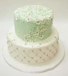 Bridal Shower Cake ~ So pretty!  Love the detail. ᘡղbᘠ