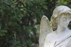 Bonaventure Cemetery - This lovely memorial sculpture, inscribed with the Taliaferro family name. Bonaventure Cemetery, Garden Sculpture, Outdoor Decor, Pictures, Art, Photos, Art Background, Kunst, Performing Arts