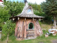 One Artist Spent 22 Years Carving a Tree Stump Into This Tiny House — Unique Tiny Homes