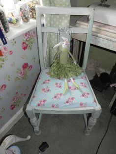 rycycled from a skipto my new upcycled shabby chic vintage sewing chair x Granny Chic, Recycled Furniture, Vintage Sewing, Upcycle, Restoration, Toddler Bed, Recycling, Projects To Try, Shabby Chic