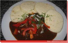 Voici la recette du goulash tchèque, une spécialité typique de boeuf au paprika que les Tchèques dégustent avec des knedliky, une sorte de quenelle.