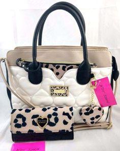 Betsy Johnson Purses, Betsey Johnson Handbags, Unique Handbags, Purses And Handbags, Look Fashion, Fashion Bags, Fashion Handbags, Fashion Backpack, Cute Purses