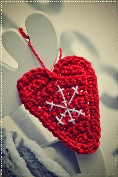 Mezi typické vánoční tvary patří hvězda, stromeček nebo třeba sněhulák. Ale co srdce? Typicky vánoční to není. Ale když se mu dá sprá...