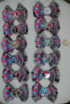 Such a cute party favor idea..need to figure out how to make these myself. Monster High Party Pack Of Bows by BowtiqueMafia on Etsy, $42.00