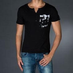 Serafino style t-shirt with lapel short sleeves.Print on front and logo print on back.  € 23.90 SALE > € 15.90
