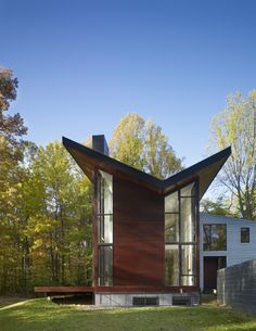 9 Artistic Clever Ideas: Black Roofing Homes groen dak green roofing.Open Roofing Architecture roofing diy how to build. Roof Design, House Design, Butterfly Roof, Steel Roofing, Roofing Shingles, Roof Architecture, Residential Architecture, Cool Roof, Roof Styles