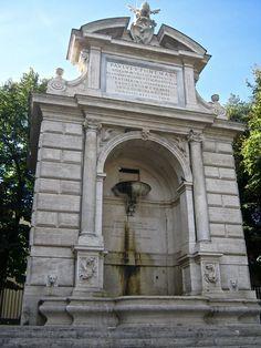 Piazza Trilussa con l'acqua Paola