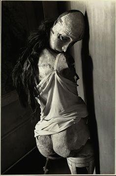 Hans Bellmer, Doll, 1934, 1902-1975, peintre, photographe, graveur, dessinateur et sculpteur surréaliste franco-allemand, œuvre à la frontière entre l'érotisme et la mort, l'animé et l'inanimé dans un univers onirique