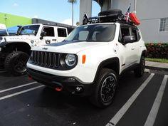 """E o Jeep Renegade vai crescendo… Por *Régis Beckhauser Jeep Renegade com Lift de suspensão de 1.5″ Suspension 1.5"""" (3,81 cm) Amigos da 4×4 Digital, tudo bem? No evento que estive da 4Wheel Parts, no ultimo dia 4 de junho de 2016, um carro em particular me chamou a atenção. Dentre o reinado do Wrangler […]"""