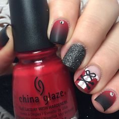 21 Short Christmas Nails > CherryCherryBeauty.com