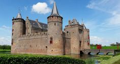 Muiderslot castle, a day trip from Amsterdam | Your Dutch Guide