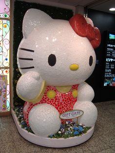 Massive Hello Kitty statue in Tokyo www.thejohnsonway.com