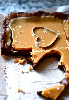 Recipe: Fleur de Sel Caramel Brownies - The Newlywed Chefs Just Desserts, Delicious Desserts, Dessert Recipes, Yummy Food, Think Food, Love Food, Dessert Bars, Brownies Caramel, Yummy Treats