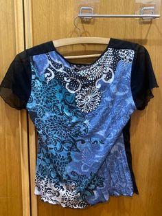 Vous trouverez cette t-shirt et beaucoup plus sur mon profil chez vinted.com Clarks, Blazers, Zara, Leggings, T Shirt, Blouse, Tops, Women, Fashion