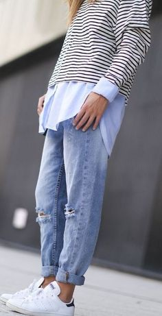 how to wear boyfriend jeans : white shirt + stripped top + sneakers