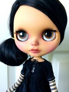 Yet another gorgeous custom Blythe doll!