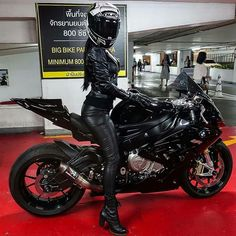 ideas bmw motorcycle woman biker girl for 2019 Lady Biker, Biker Girl, Bmw Motorbikes, Chicks On Bikes, Automobile, Cafe Racer Girl, Motorbike Girl, Hot Bikes, Biker Chick