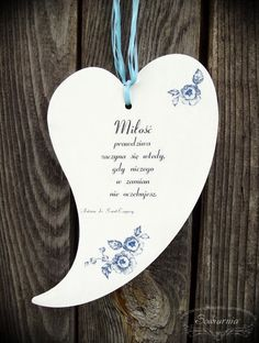 Heart with love-related quote, cut from plywood. Wooden Hearts, Aga, Plywood, Motto, Decoupage, Diy And Crafts, Quote, Life, Licence Plates