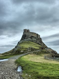 Travels in the UK travelogue - Lindisfarne Castle photo by Becks Northumberland Castle, Northumberland England, Northern England, England Uk, Great Places, Places To See, Pictures Of England, Visit Uk, Medieval