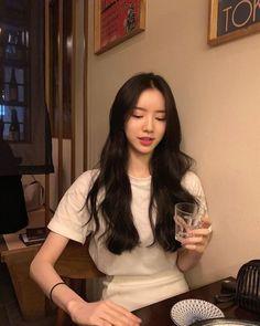 Korean Girl Fashion, Korean Fashion Trends, Ulzzang Fashion, Korean Aesthetic, Aesthetic Hair, Ootd Poses, Petty Girl, Brown Hair Balayage, Ulzzang Korean Girl