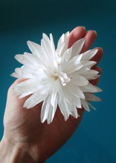 Keeping with the theme from last week of making flowers from kitchen pantry items (see my coffee filter flowers here) this week I am making flowers out of cupcake liners! These are very economical,… Cupcake Liner Crafts, Cupcake Liner Flowers, Flower Cupcakes, Paper Cupcake, Cupcake Liners, Cupcake Wrappers, Handmade Flowers, Diy Flowers, Fabric Flowers