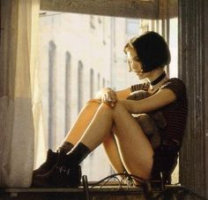 One of my ALL TIME Favorite movies! Leon:The Professional starring a 12 yo Natalie Portman Suzanne Vega, Natalie Portman Leon, Natalie Portman Mathilda, Jean Reno, 90s Movies, Movie Tv, Cult Movies, Watch Movies, Leon The Professional Mathilda