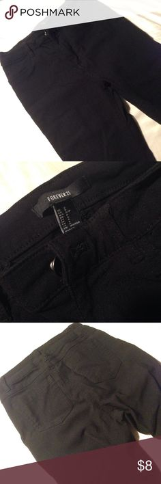 """♡ Forever 21 ♡ Super Skinny Black Cropped Jeggings Selling a super cute pair of F21 cropped pants/jeggings, size Small. Only worn once, they are too small for me! The material is super stretchy with pockets on the butt. Recommend these to a true size 0 for best fit! For reference, I am 5'6"""" 123lbs and they are too small for me. Any questions, please ask! Forever 21 Pants Skinny"""