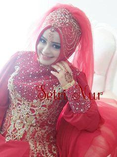 Kına Gecesi Gelin .....Turkish bride Bridal Hijab, Hijab Bride, Turkish Wedding Dress, Wedding Wear, Wedding Dresses, Islam Women, Islamic Fashion, Hijab Styles, Abayas