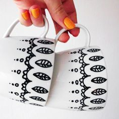Make this cute hot chocolate mugs using porcelain pens.