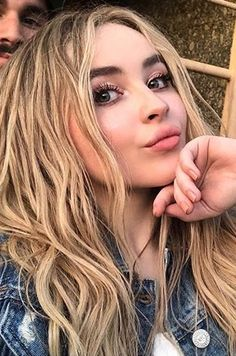 Sabrina Carpenter // meeting fans April 2018 Famous Celebrities, Celebs, Shawn Mendes Taylor Swift, Sabrina Carpenter Style, Marilyn Monroe And Audrey Hepburn, Girl Meets World, Woman Crush, Pretty People, Dyed Hair