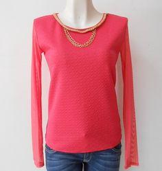 #Blusa #coral con transparencia en mangas y accesorios #dorados