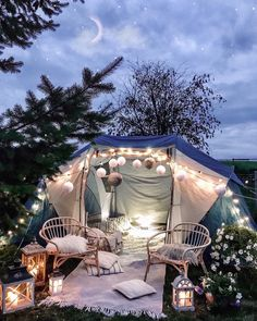 Bohemian outdoor living idea with help of blue and white tent placed in lawn along the twin chairs. Fun Sleepover Ideas, Sleepover Fort, Backyard Camping, Outdoor Camping, Diy Camping, Backyard Patio, Tent Camping, Budget Home Decorating, Decorating Ideas