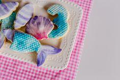 Sweet Deer Hand-painted cakes specialised in bespoke hand-painted cakes. Cupcakes Kids, Cupcake Cookies, Paint Cookies, Hand Painted Cakes, Mermaid Cakes, Deer, Party, Parties, Reindeer
