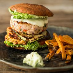 Make burger patties yourself / make burger patty yourself . - Make burger patties yourself / make burger patty yourself Make burger patti - Bbq Burger, Making Burger Patties, Best Homemade Burgers, Healthy Burger Recipes, American Burgers, Beste Burger, Black Bean Burgers, Delicious Burgers, Pulled Pork