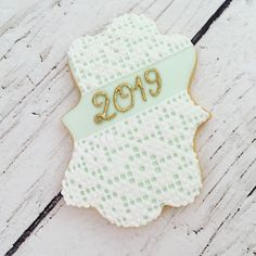 Biscuit décoré au glaçage royal imitation dentelle ou crochet Photo And Video, Crochet, Sweet, Instagram, Royal Icing, Decorated Sugar Cookies, Lace, Candy, Ganchillo