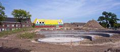 2014 07 18 Het Weverslabyrint komt in dit nieuwe openlucht theater te liggen. De aanleg van het openluchttheater, inclusief de cirkel waarin het Weverslabyrint komt te liggen, is begonnen. Ineens gaat het snel.