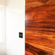 Mon chum travaille sur notre nouvelle salle de bain depuis l'été passé. C'est enfin presque fini et ça va être MAGNIFIQUE! | Husband has been working on redoing our main bathroom since last summer. It's finally almost done and it will be FANTASTIC! I especially love the contrast between the new walnut wall and the subway tile.  @muramur_ca  #sneakpeek #deco #maison #homedecor #homedesign #diy #bathroom #bathroomremodel #wood #woodwork #decoration #homerenovation #instadecor #mtlblogger…